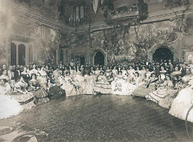 Salone di palazzo Bolagnos Visconti durante un ballo dei primi del '900