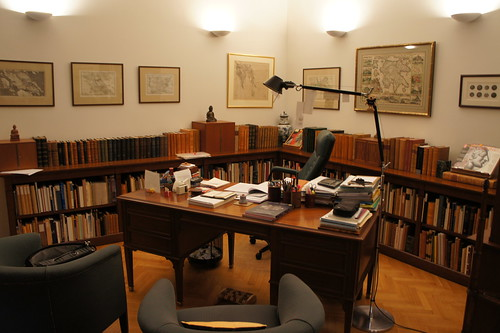 Numismatic Library of BCD, Athens, Study of comfort and convenience