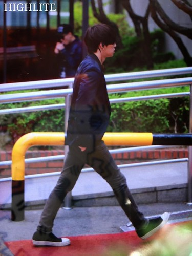 BIGBANG KBS Music Bank arrival 2015-05-15 cr on pic 004