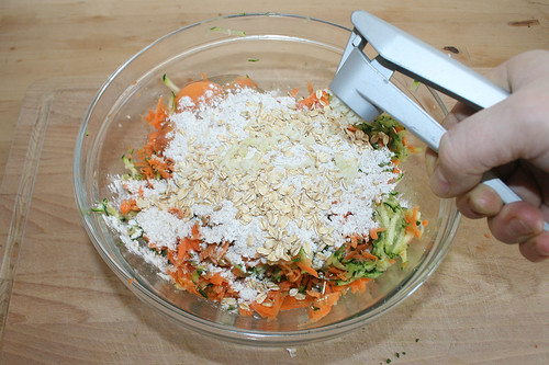24 - Knoblauch pressen / Squeeze garlic