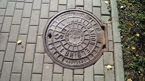 Niemiecki właz na chodniku w Elblągu by xpisto1