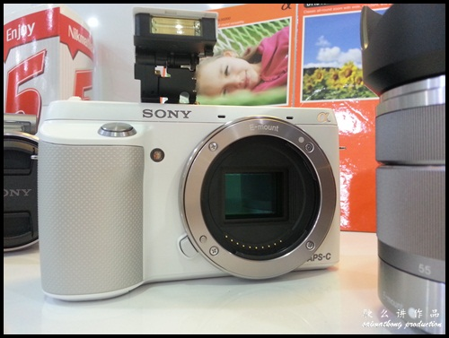 Interchangeable Lens Camera Promotion by SenQ - Sony NEX-F3K