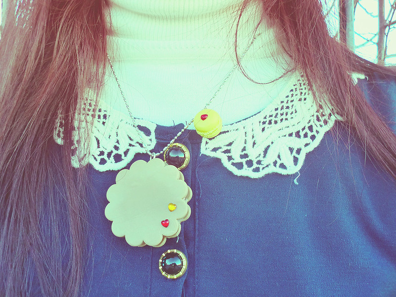 Lace collar & Ai Candies Cookie and Macaron necklace