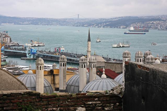 Galata bridge view from the Suleymaniye Mosque, Istanbul, Turkey イスタンブール、スレイマニエ・モスクから見たガラタ橋