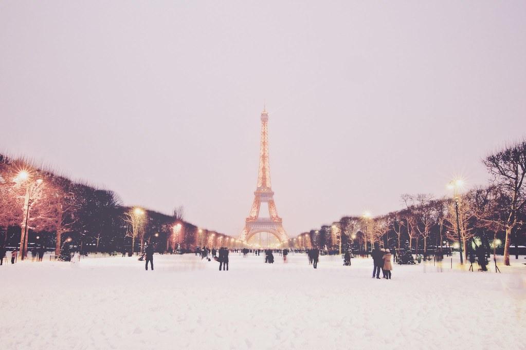 Paris first snow 2013