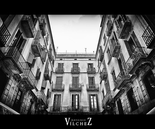 Edificio hacia plaza real barcelona by Antonio Vílchez..