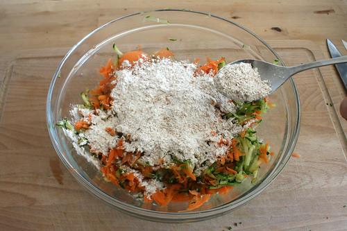 22 - Mehl einstreuen / Intersperse flour