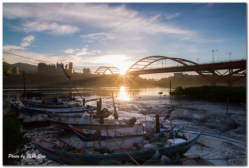 morning bali zeiss sunrise nikon taiwan 台灣 fishingboats freshwater d800 八里 淡水河 日出 早晨 漁船 關渡橋 guandubridge 2128zf