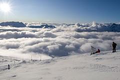 Ve francouzských Alpách se už lyžuje!
