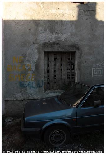 auto window car oldtown raam montenegro машина crnagora окно podgorica views300 img0869 черногория oudestad старыйгород ©ditissuzanne canoneos40d црнагора подгорица donotthrowgarbage sigma18250mm13563hsm 22092012 staravaroš nebacajsmeće