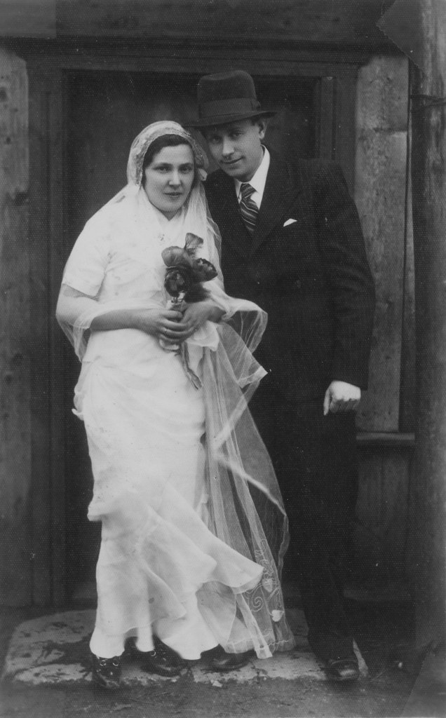 004---Portrait of a Jewish bride and groom in Telsiai, Lithuania