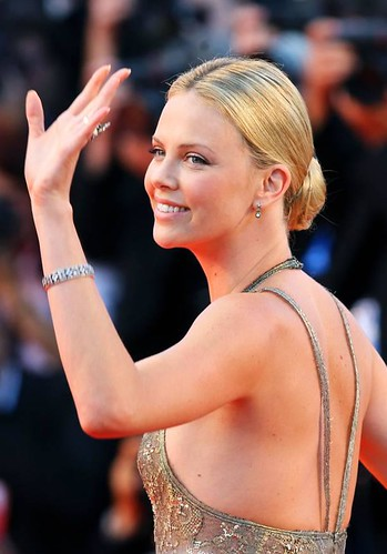 Charlize lovely wave - Valley of Elah - Venice Film Fest - 25 JUL 2012