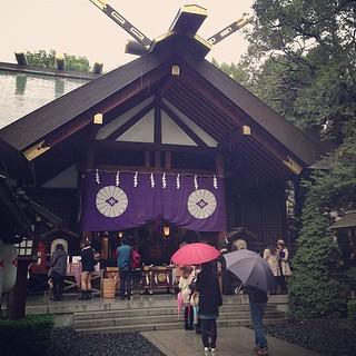 秋雨の東京大神宮。