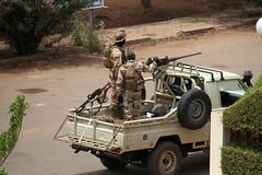Al-Qaeda allies destroy sacred Timbuktu shrine | حلفاء القاعدة يدمرون ضريحا في تمبكتو | Les alliés d'al-Qaida détruisent un tombeau sacré à Tombouctou