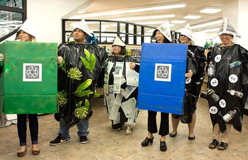 <p>UH Manoa Bookstore costume contest</p>