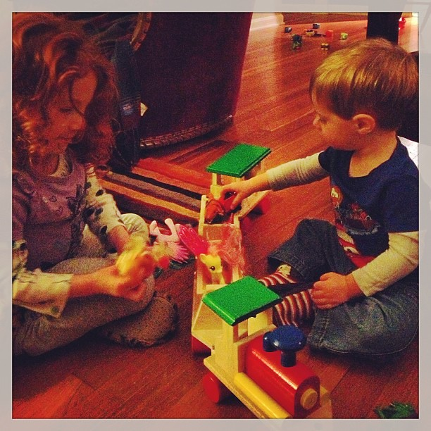 Day 8: Something that starts w T:  A train. Obvs. Great for both ponies and dinosaurs! #siblings #happy #choochoo  #fmsphotoaday #latergram