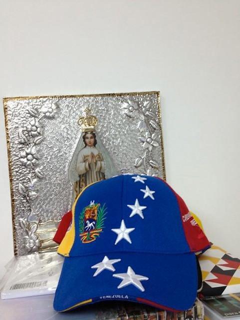 gorra tricolor capriles 2