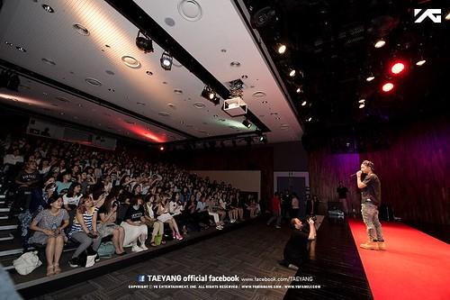 Taeyang_FANHug-event-Seoul-20140626 (4)