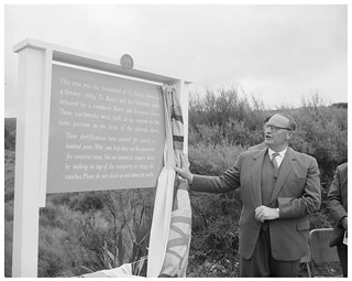 Lord Cobham unveils a commemorative plaque at Te Pōrere, 18 February 1961