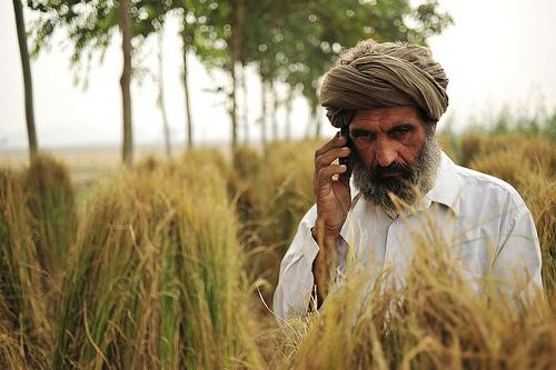 indian_phone_farmer