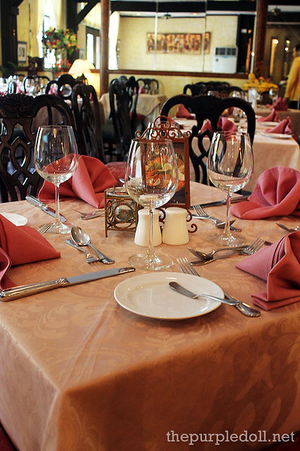 Ilustrado Restaurant Tables