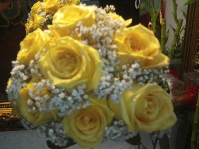 Como hacer Ramo de novia con rosas en goma eva - YouTube