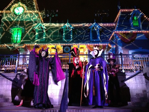 Highlights of Halloween Time at Disneyland are happy, not horrific ...