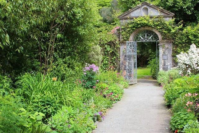 Ireland garinish ilnacullin garden walled garden gate for Garden designs ie