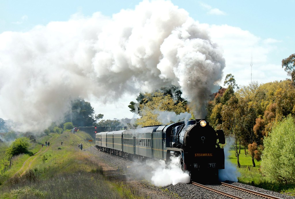 R711 Departing Kyneton by S312 Photography