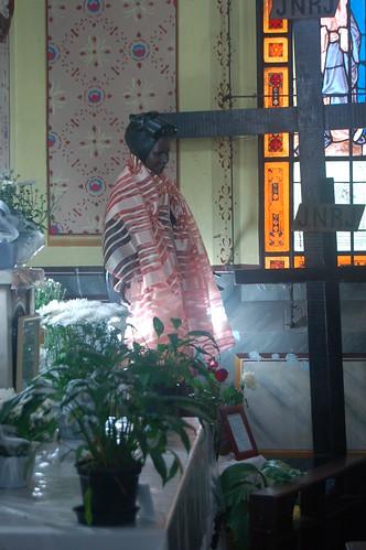 Die Marienfigur sieht aus wie eine afrikanische Sklavin