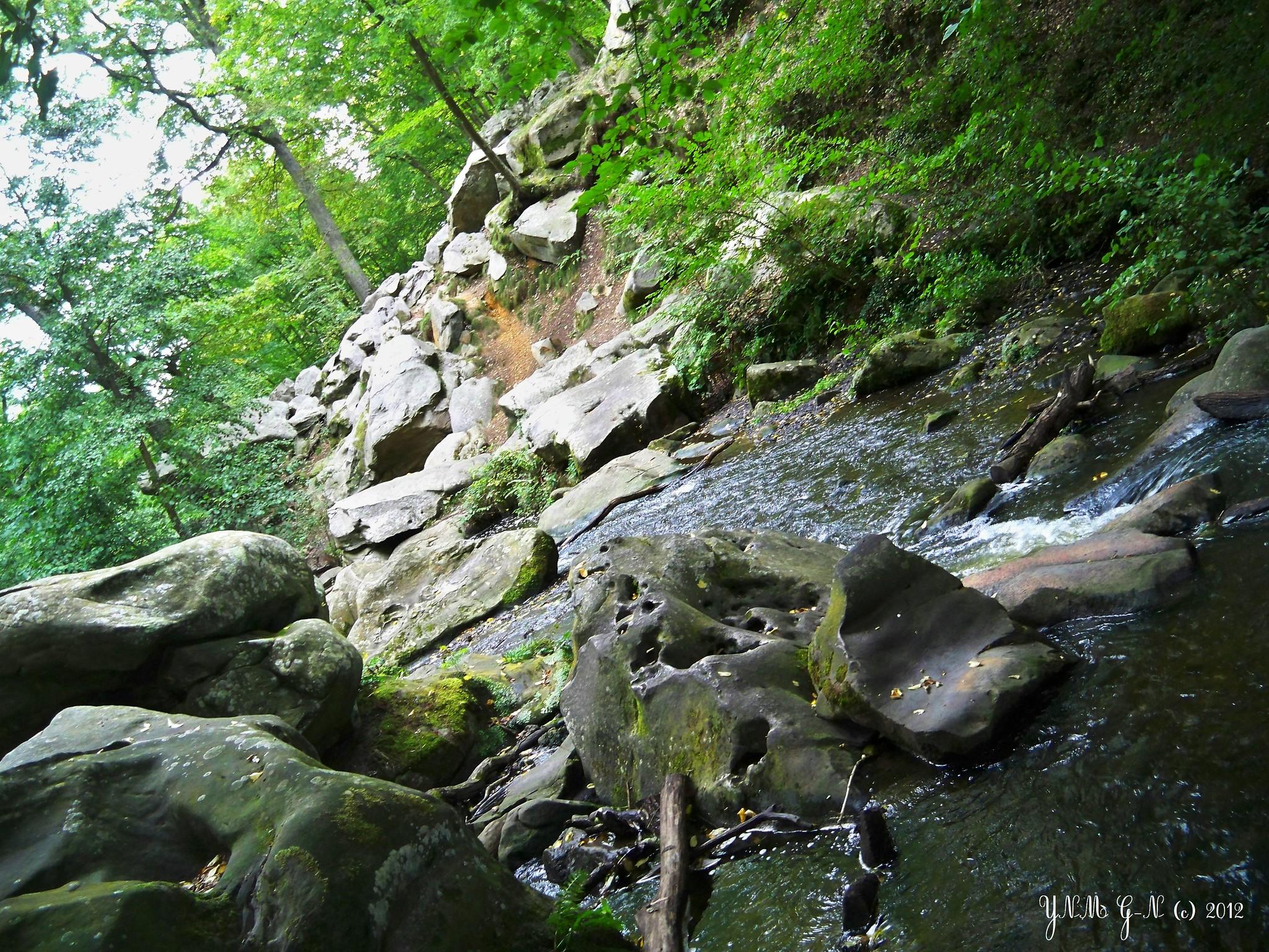 Chaos rocheux gorge cascade vall e des vaux de cernay for Yvelines parc