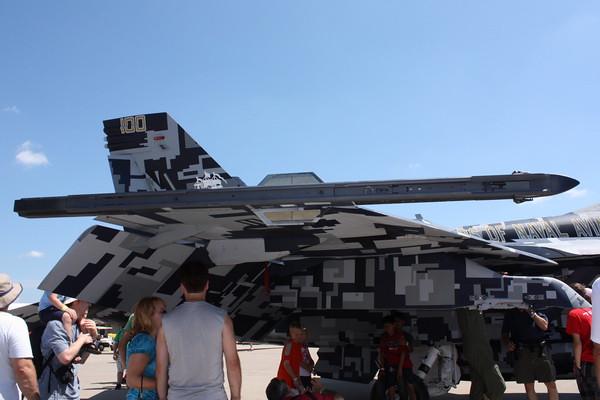 11_EAA_FA-18F_102