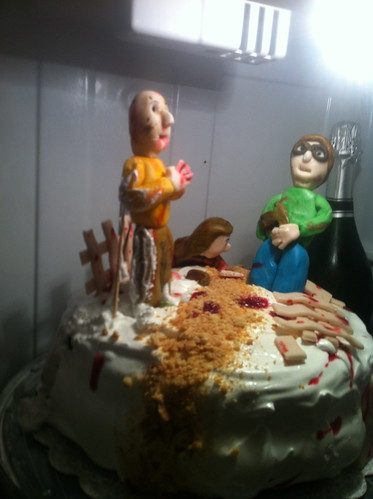 Attack in the fridge, zombie cake