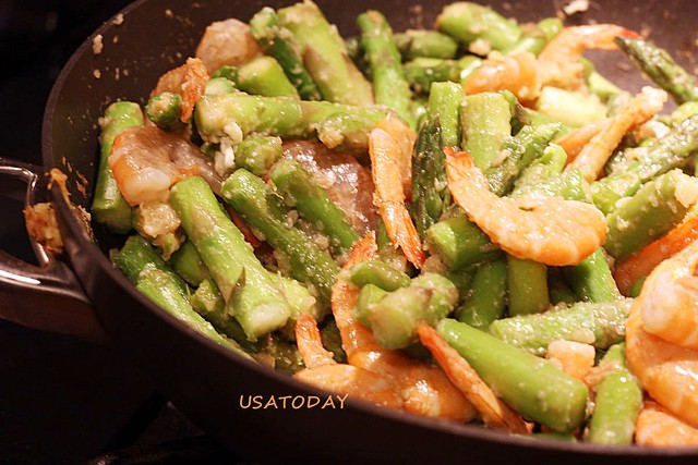 綠蘆筍炒蝦仁 Stir Fry Asparagus with Shrimp 6