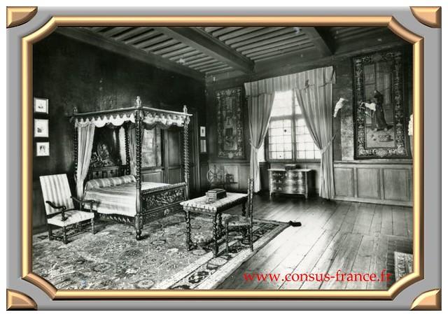 La VOUTE sur Loire Le Château - La chambre-70-150