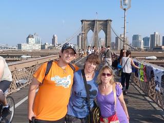 Con mi madre y Rebeca en el Puente de Brooklyn (Nueva York)