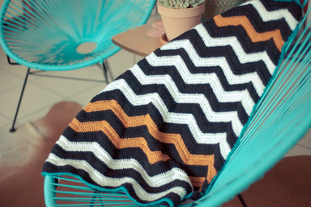couverture motif chevron au crochet
