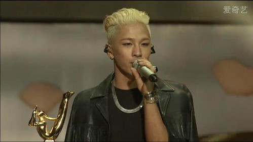 Taeyang-GoldenDisc-Awards-mainshow-20150114-screenshots-3