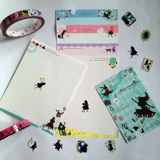 I've chosen this one as it is #aliceinwonderland #wizardofoz #littleredridinghood and #snowwhite definately fits in with a book theme #stickers #letterset #decotape #silhouette