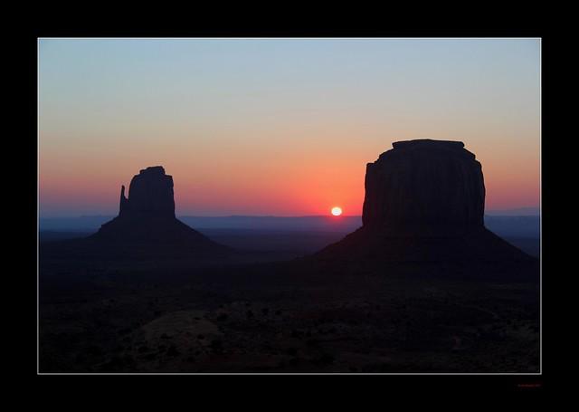 Sunrise - Monument Valley