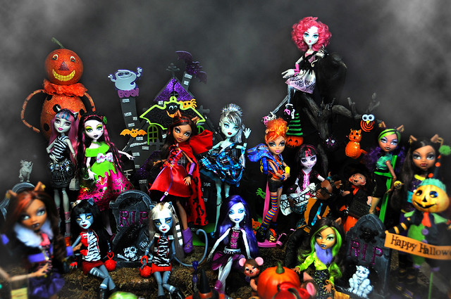 Monster High dolls Halloween Party