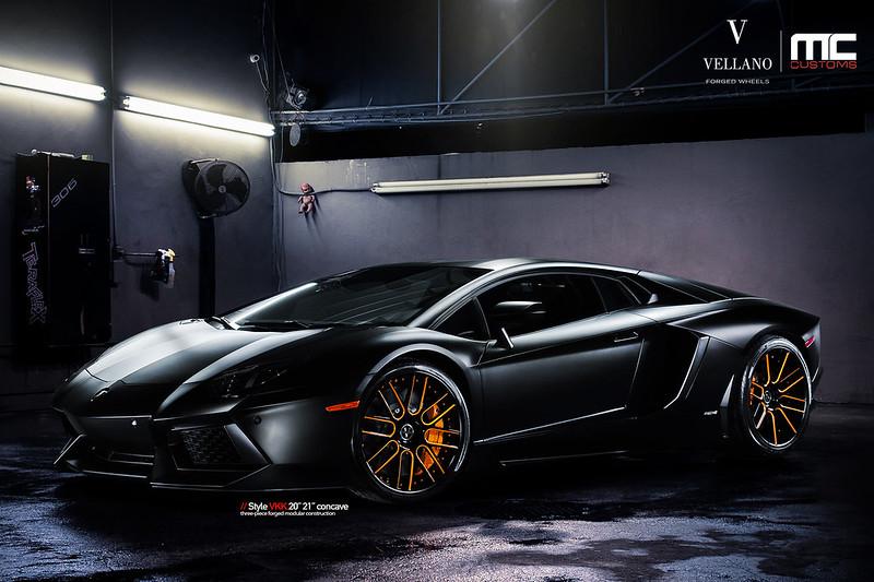 Lamborghini_Aventador_LP700_vkkC_05