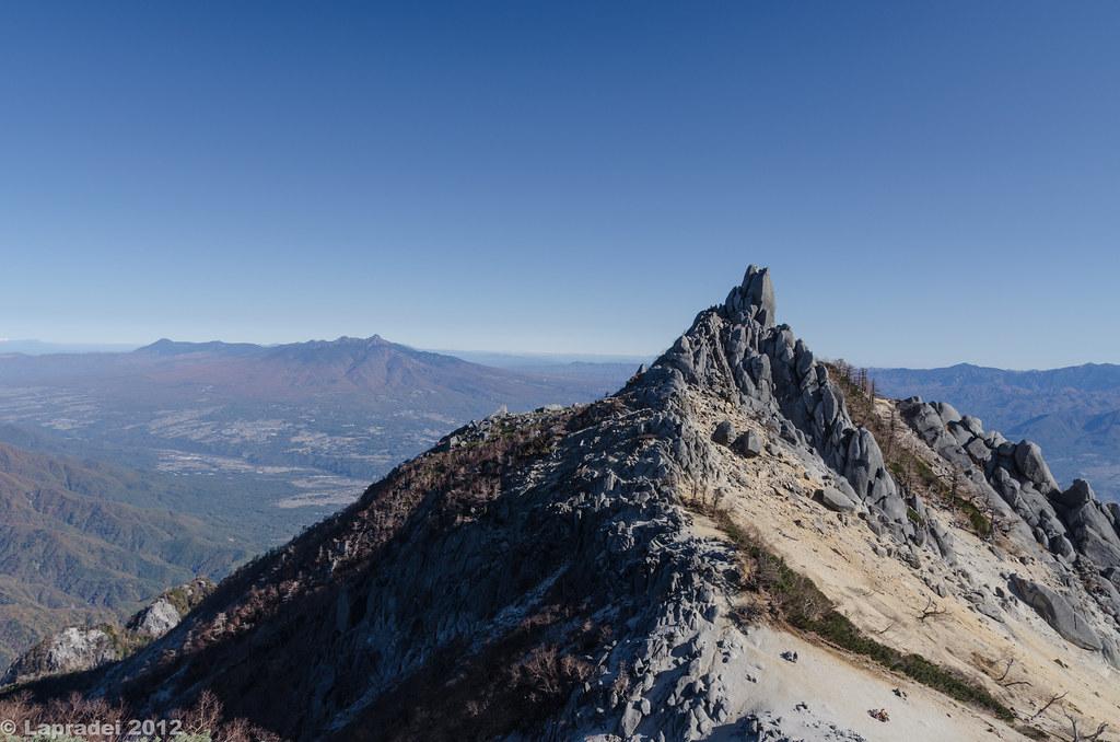 20121104 オベリスクと八ヶ岳