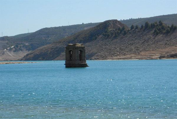 Pueblos ocultos bajo el agua clubrural for Hoteles bajo el agua espana