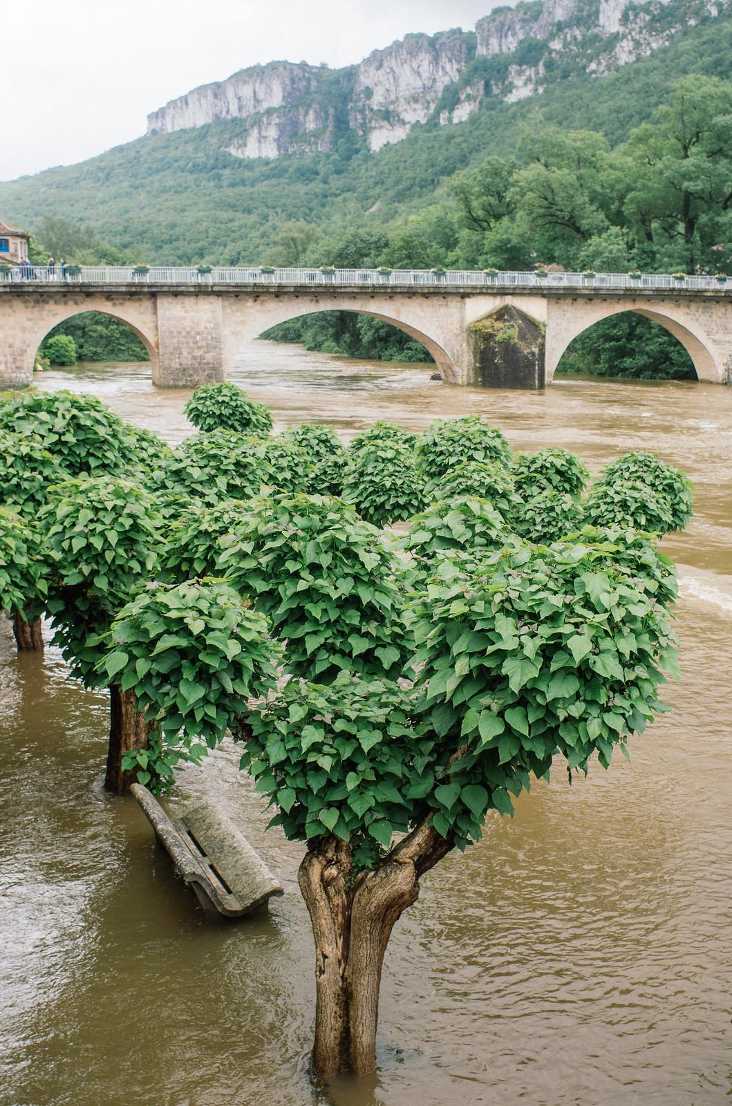 Randonnée dans les gorges de l'Aveyron sur le GR46 - Saint Antonin Noble Val sous l'eau