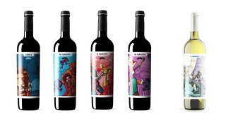 Botellas con las nuevas etiquetas.