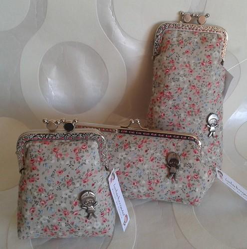 Conjunto flores clarinhas by Linhas Arrojadas Atelier de Costura ® Trademark