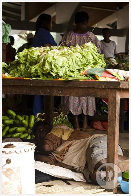 2012 08 01_Magda i Tomek Dookola Swiata_Vanuatu-rynek_DSC_0037