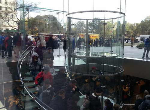 line-for-ipad-mini-apple-store-2012