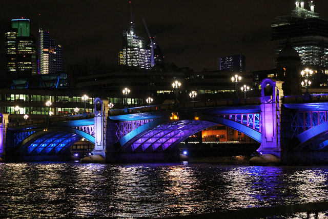 southwark bridge london at night